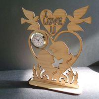 Esküvői ajándék szívekkel, galambokkal, órával...