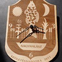 Nagyhalász város címere óra formában