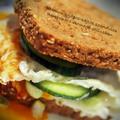 Baconos-tojásos-sajtos szendvics new yorki csemege stílusban