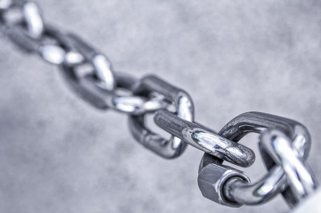 chain-3481377_640.jpg