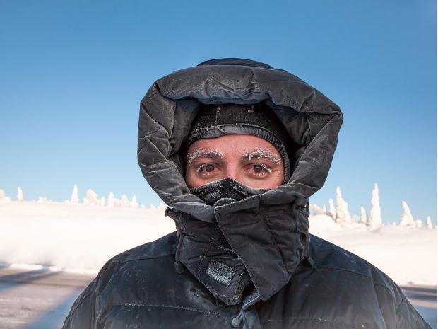 Télikabát - A grönlandiak kivételével, talán mindannyian panaszkodunk, ha beköszönt a nagy hideg. Legtöbbször azonban az öltözködésünk miatt érezzük hidegnek az időt. Tehát, minél előbb szerezz be magadnak egy olyan télikabátot, amely valóban melegen tartja a tested.