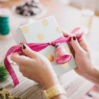 Csomagolj stílusosan! – tippek karácsonyi ajándékok csomagolásához