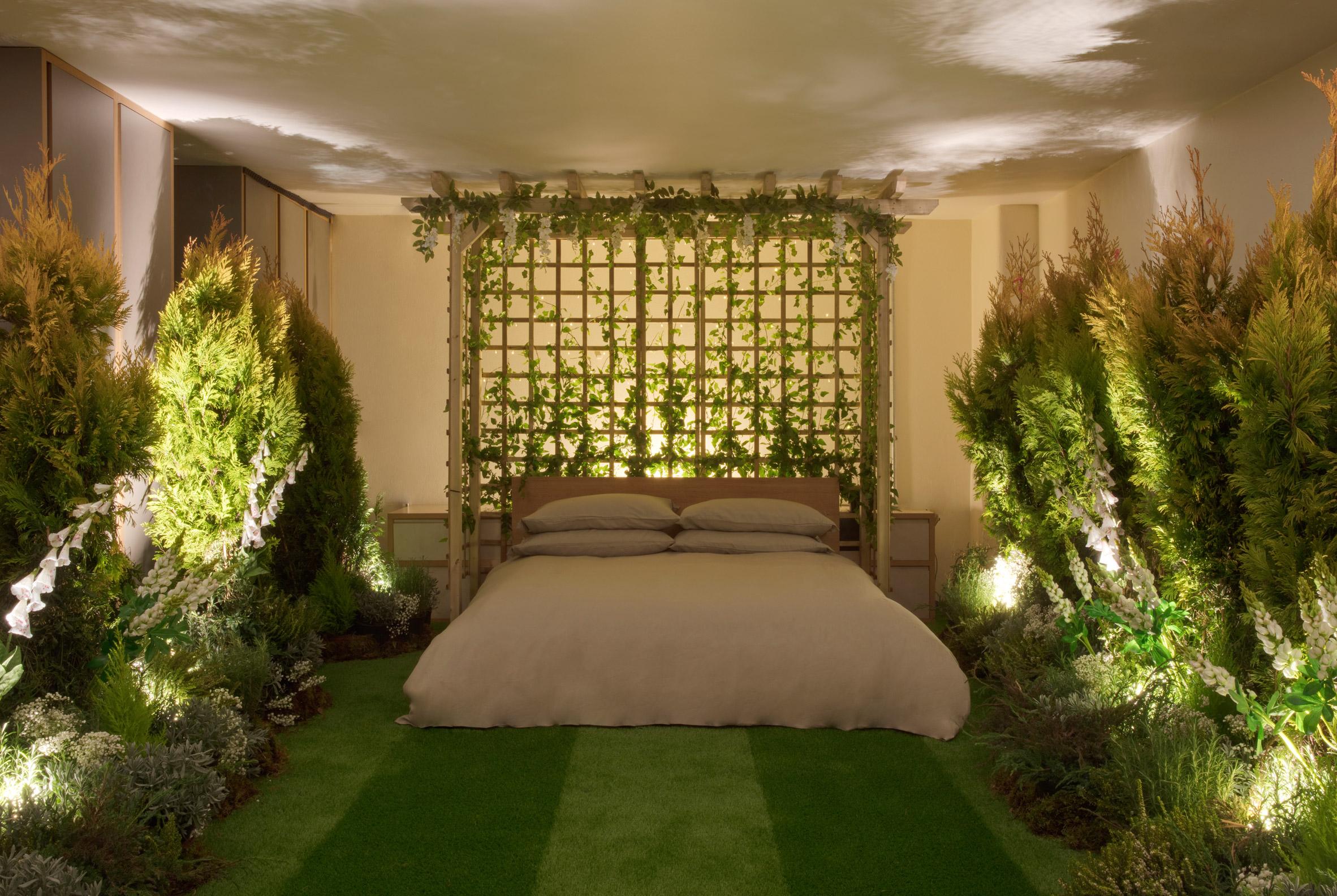 greenery-apartment-installation-airbnb-pantone-design_dezeen_2364_col_10.jpg