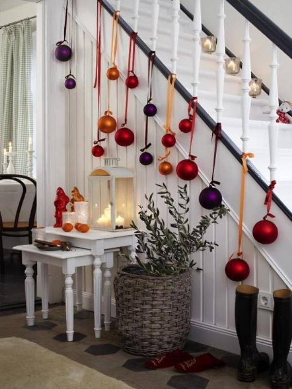 eclectic-christmas-staircase.jpg