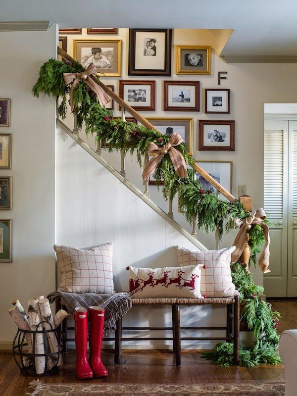 rustic-christmas-coffee-staircase.jpg