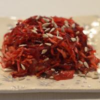 Savanyú káposztás céklasaláta téli zöldségekkel