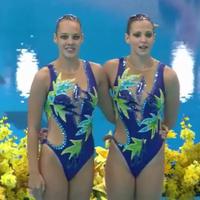 Fürdőruha divat London - fürdőruha a magyar szinkron úszó lányokon
