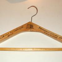 Retro relikvia - ruhatartó vállfa - Vörös Október Férfiruhagyár gyártmánya