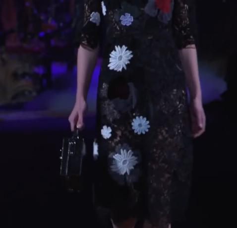 Fekete csipke és fehér viráh motívum - divat 2014 ősz Dolce and Gabbana