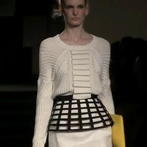 Női-ruha-divat-Sass-Bide-női-kötött-ruha-divatipari-kreáció