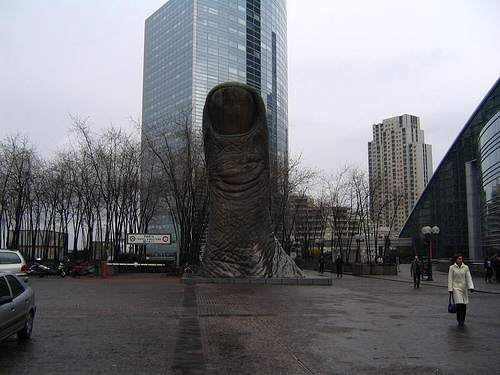 Big-Thumb-Statue-Paris.jpg