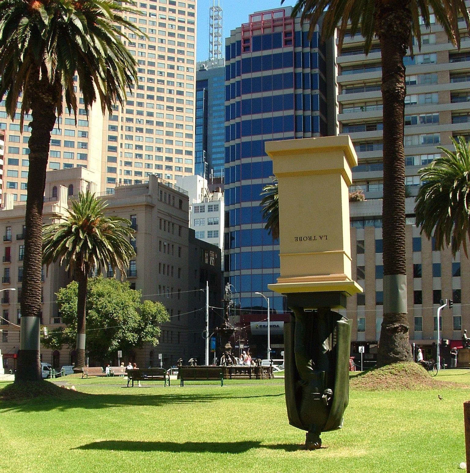 Charles-La-Trobe-Statue Melbourne.jpg