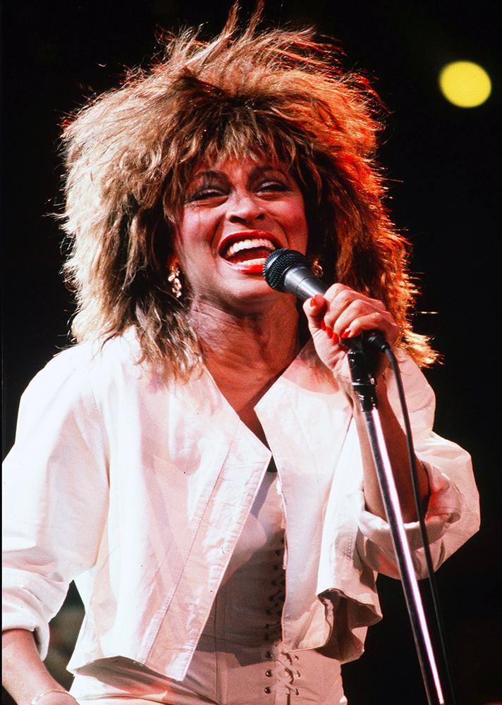 Tina Turner óóóóóriási hajkoronája.
