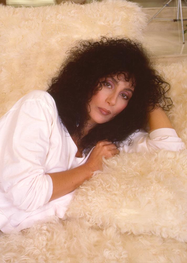 Cher ultra göndör frizkója még ma is hódít.
