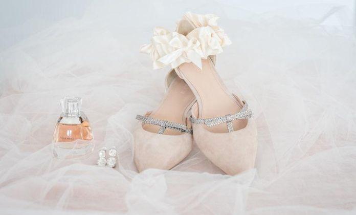 Különleges lábbelik menyasszonyoknak - Felvennél kék színű magassarkút az esküvődre?