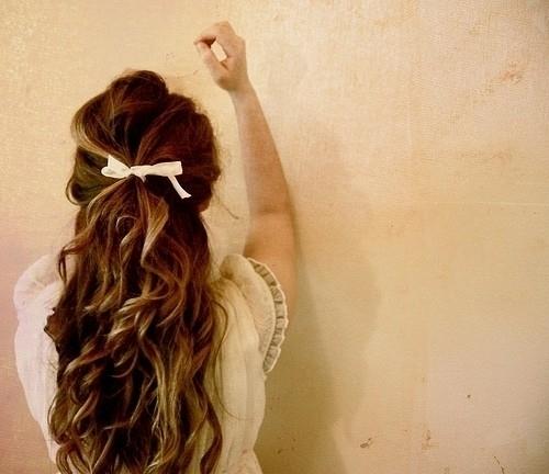 5. Hajgumi <br />Ha van nálad hajgumi, akkor bármikor fel tudod kötni a hajad. Rendkívül praktikus, mert nem tudhatod, hogy mikor lesz szükséged rá.