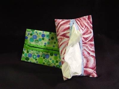 2. Zsebkendő<br />Bármelyik pillanatban kijöhet az allergiád, vagy a megfázásod. A zsebkendő egy elmaradhatatlan kelléke a női táskáknak.