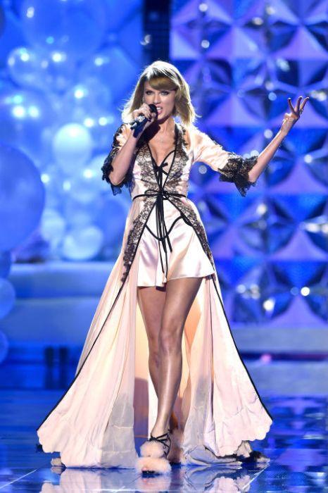 Taylor Swift ruhája sem volt semmi / Taylor Swift's set was really amazing last night
