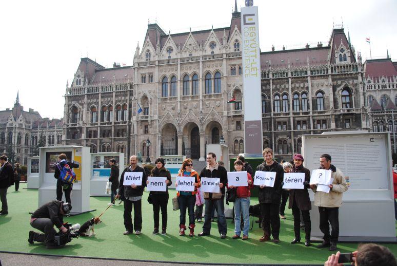 Terézvárosi és erzsébetvárosi LMP tagok is részt vettek a mai Kossuth téri TÜNTETÉS akción