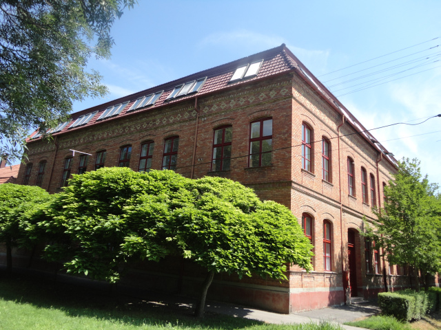 iskola épület2.jpg