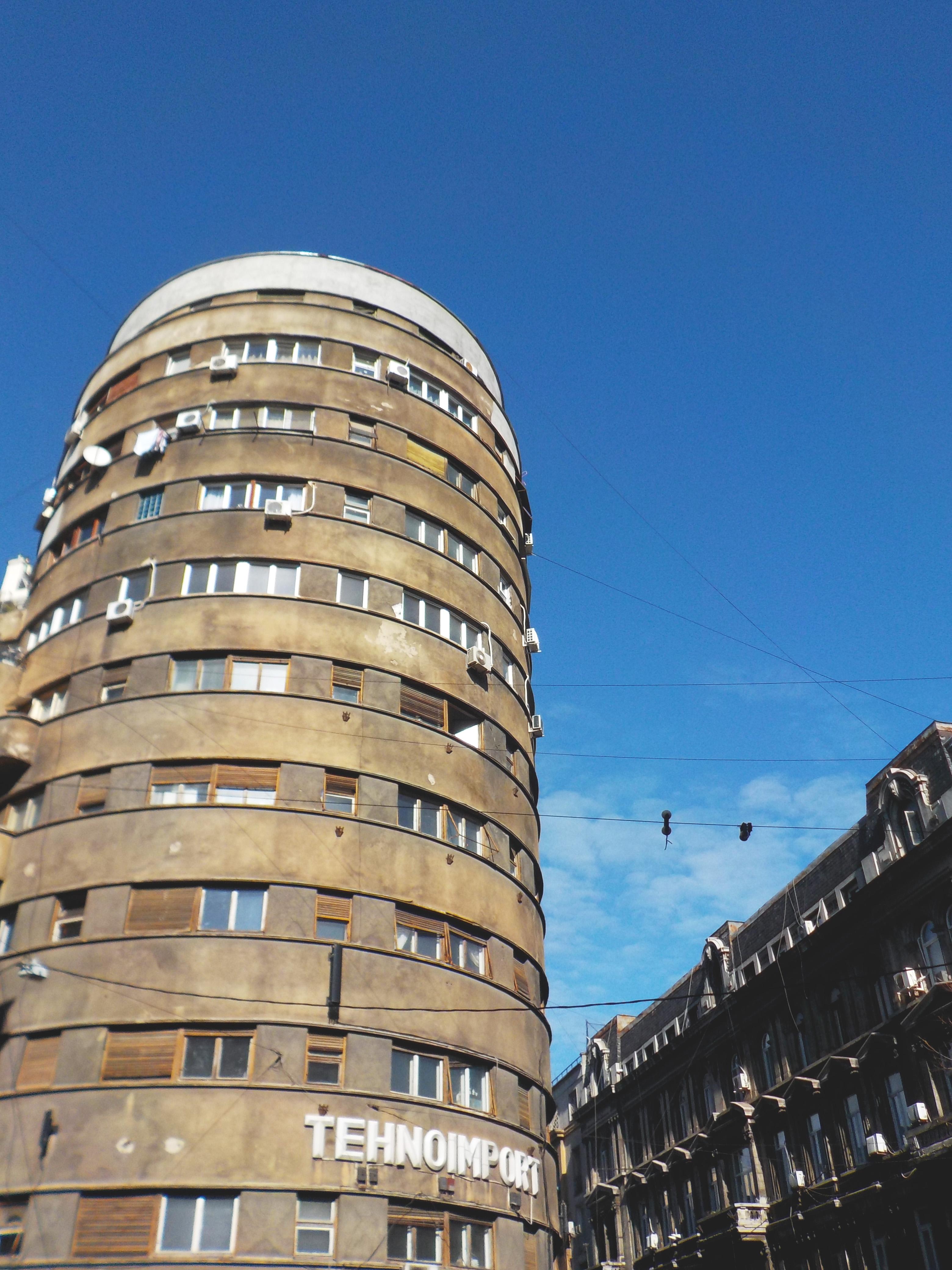 modernista toronyház