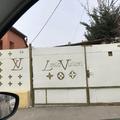 Kamionsofőrök vigyáznak a Louis Vuitton pénzére