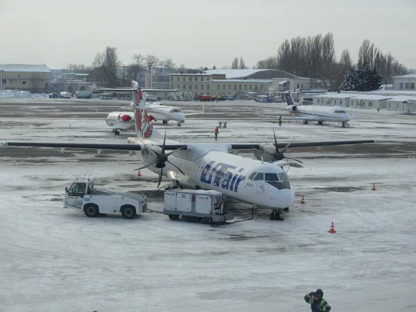 UTair gép a Zhulyany reptéren.JPG