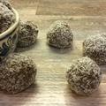 10 perc alatt elkészíthető ez az ellenállhatatlan paleo-kókuszgolyó
