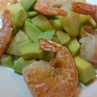 Avokádós, ananászos garnéla-saláta