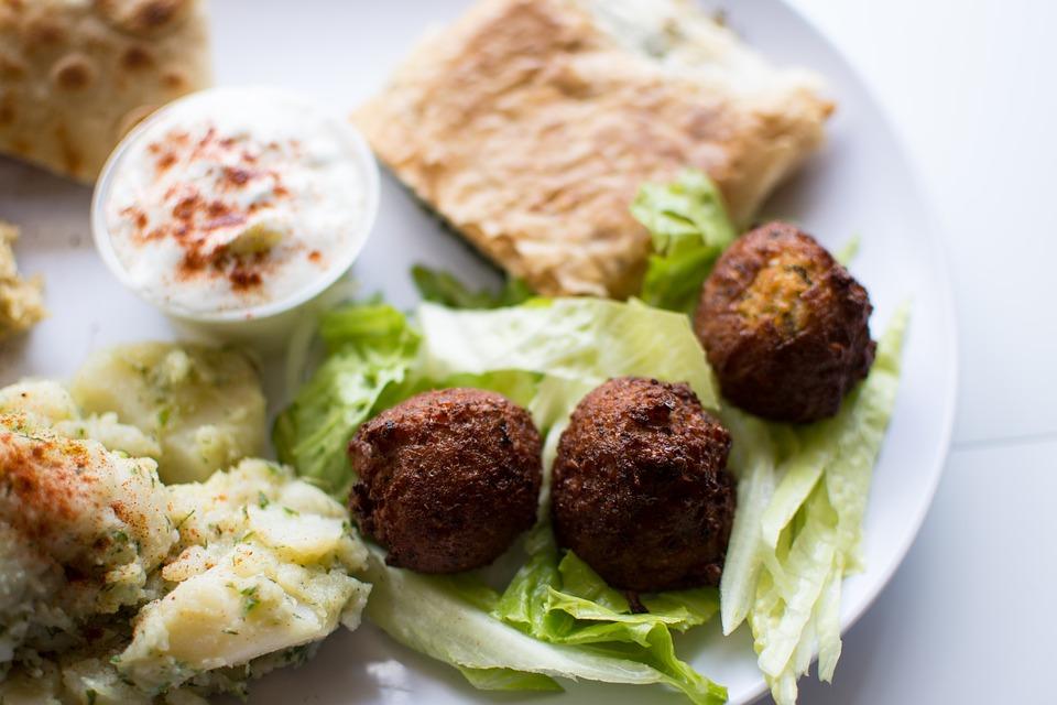 A világ legnépszerűbb mindenmentes vegán street-foodja - Így készítsd a falafelt