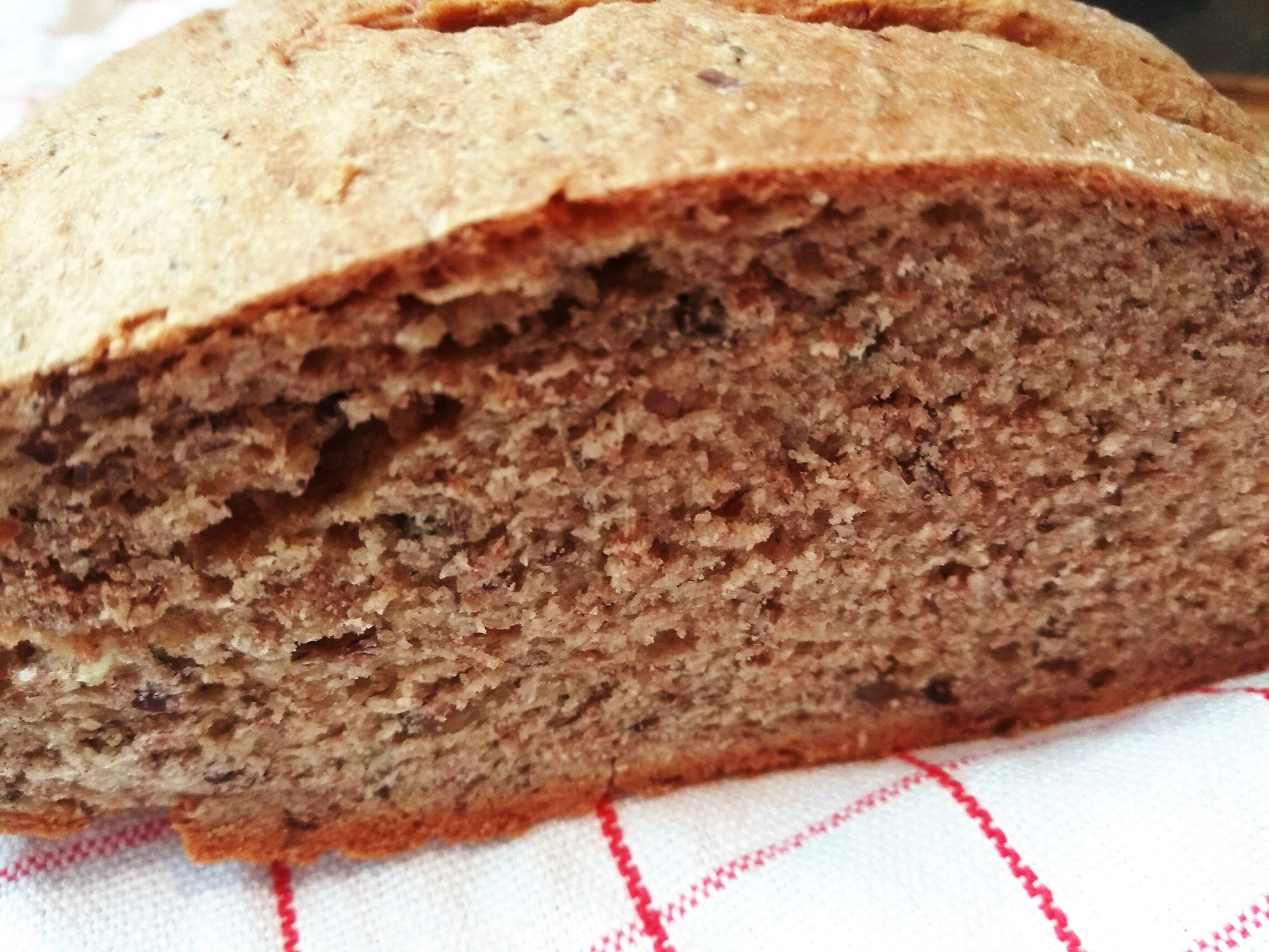 Magos teljes kiőrlésű kenyér