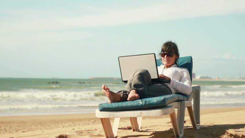 Szabadság ideje alatt is dolgozol?A munkamánia gyógyítható!
