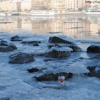 Löncshús a Duna jegén