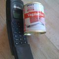 A Löncshús nagyon régi, Nokia típusú telefont használ