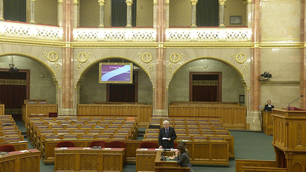üres parlament.jpg