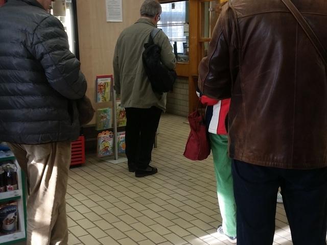 Hosszabb sor a Postán