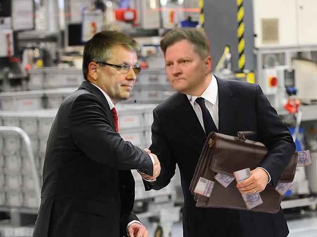 Kucsák megszavazta Matolcsy 5 milliós fizetését!