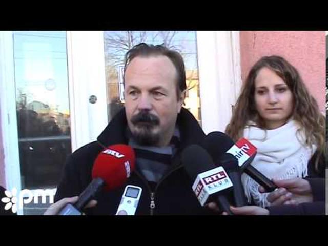 A kerületi Fidesz székház előtt tüntettek útdíj ügyben.
