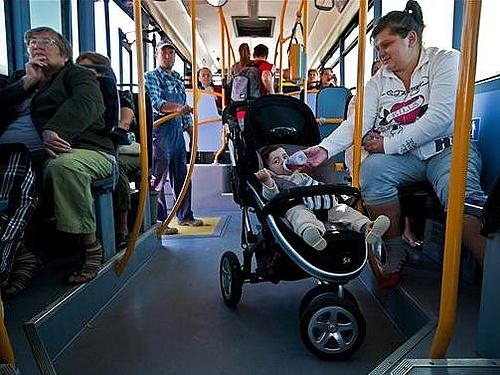 buszon utasok.jpg