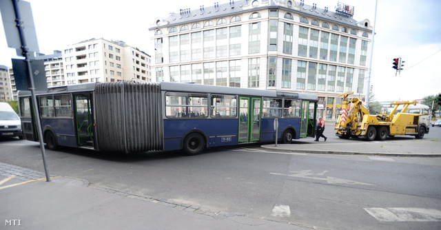 lerobbant busz.jpg