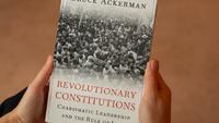 Forradalmi alkotmányozás és karizmatikus vezetők