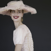 """""""A divat az önkifejezés egyik fontos eszköze"""" – Nők Chanelben"""