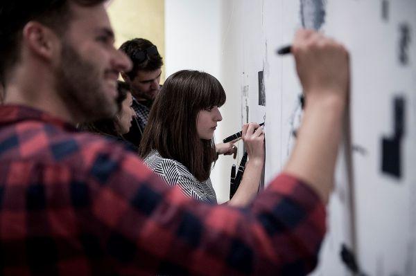"""""""A tökéletesség helyett a hiba az, ami művészeti értéket hordozhat"""" –  Interjú Brückner Jánossal"""