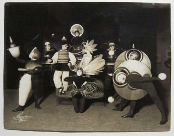 bauhaus-costumes-1_600.jpg