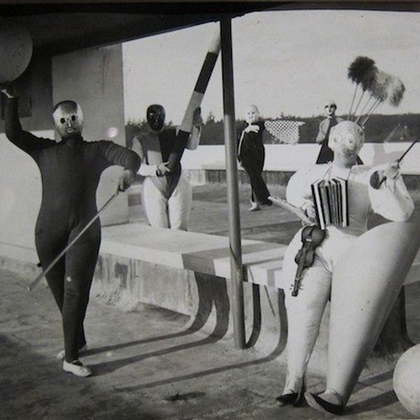 Öltözz csavarhúzónak vagy búvárharangnak! – Extrém partik a Bauhausban