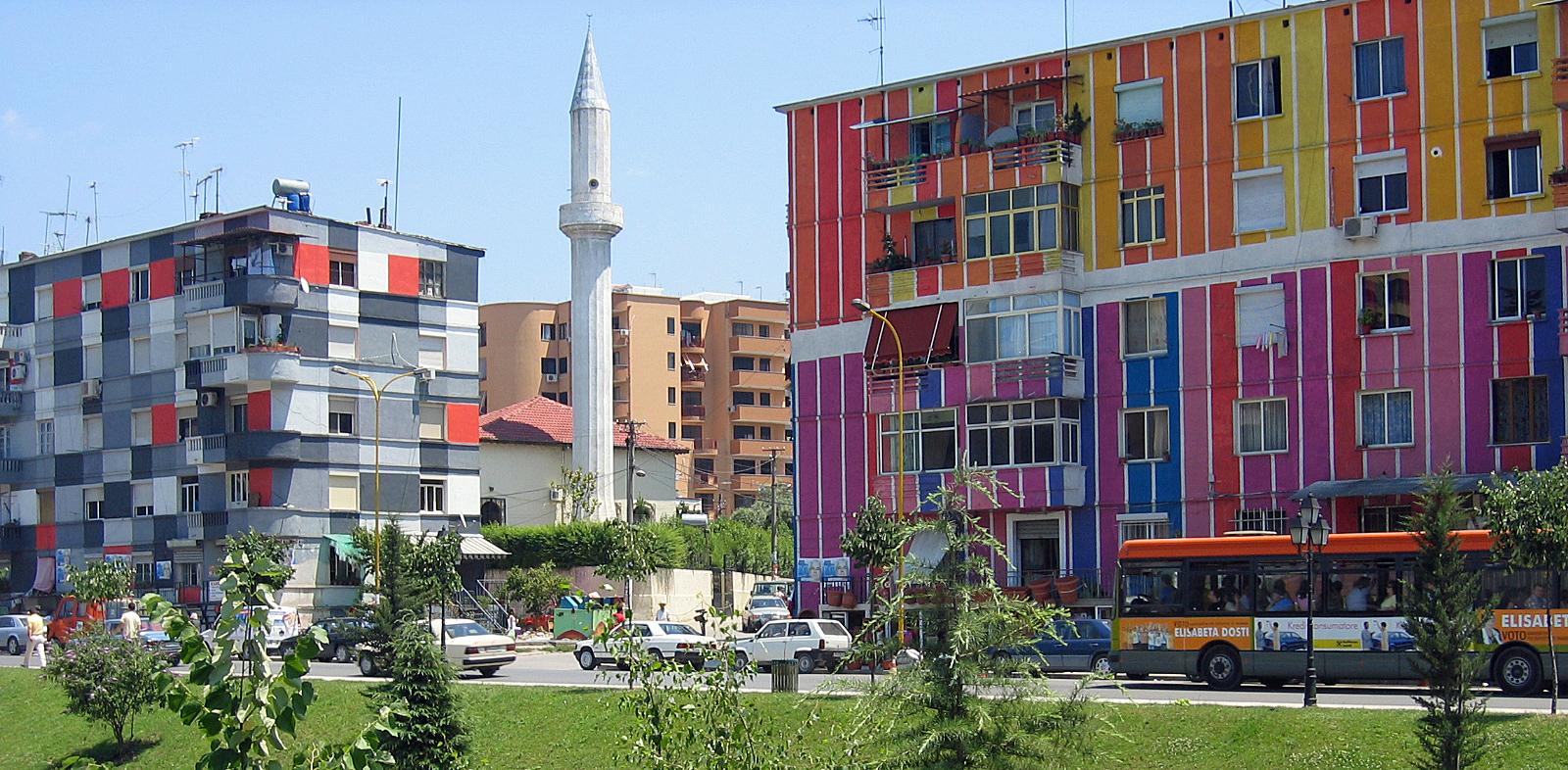 Bálna a Balatonban II. – Egyszínűre festett szivárvány