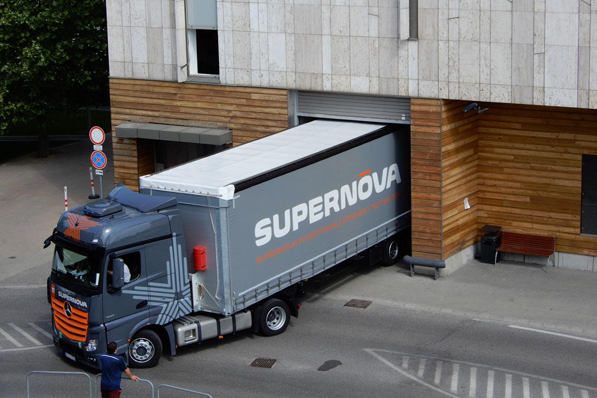 A kamion benne a kilátóval. Szupernova! | fotó: Boros Géza