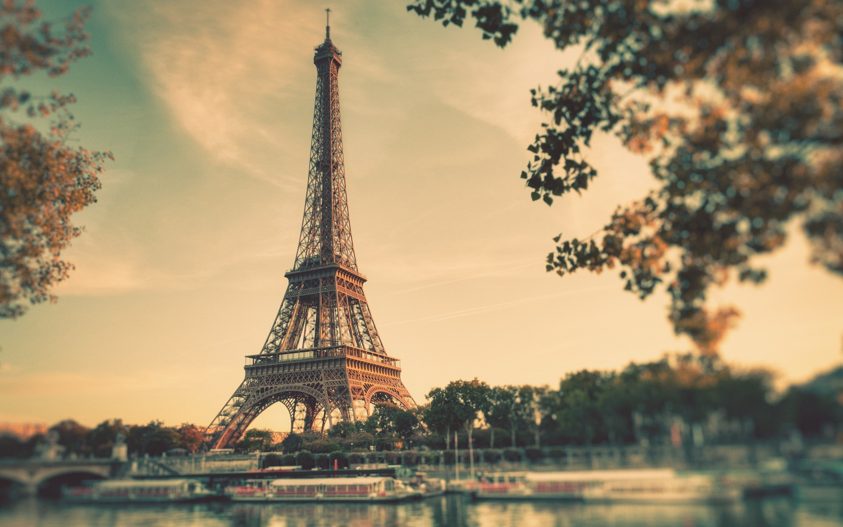 pink-eiffel-tower_desktop_background_hdback_com.jpg