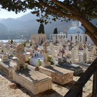 Saját szüleiket kénytelenek exhumálni a görögök