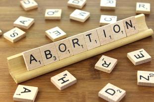Lengyelország: az abszolút abortusztól a családtámogatásig